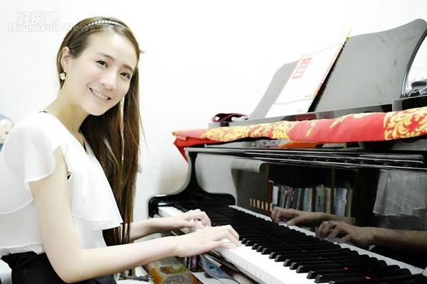氣質鋼琴老師Ray俐穎在家打造音樂小天地