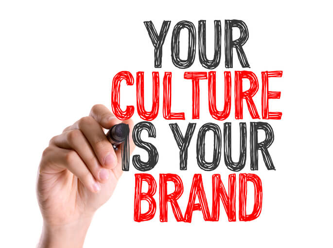 把自己當作品牌,讓舊客戶信賴你,幫你推廣介紹,是成長期除了用平台接新案之外,能夠讓接案邁入穩定的基礎。